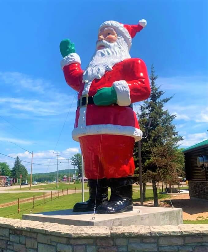 Lake Superior Roadside Attractions - Casino Santa