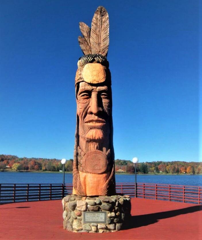 Lake Superior Roadside Attractions - Nee Gah Nee Gah Bow