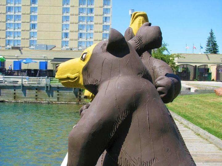 Lake Superior Roadside Attractions - Three Bears Fishing
