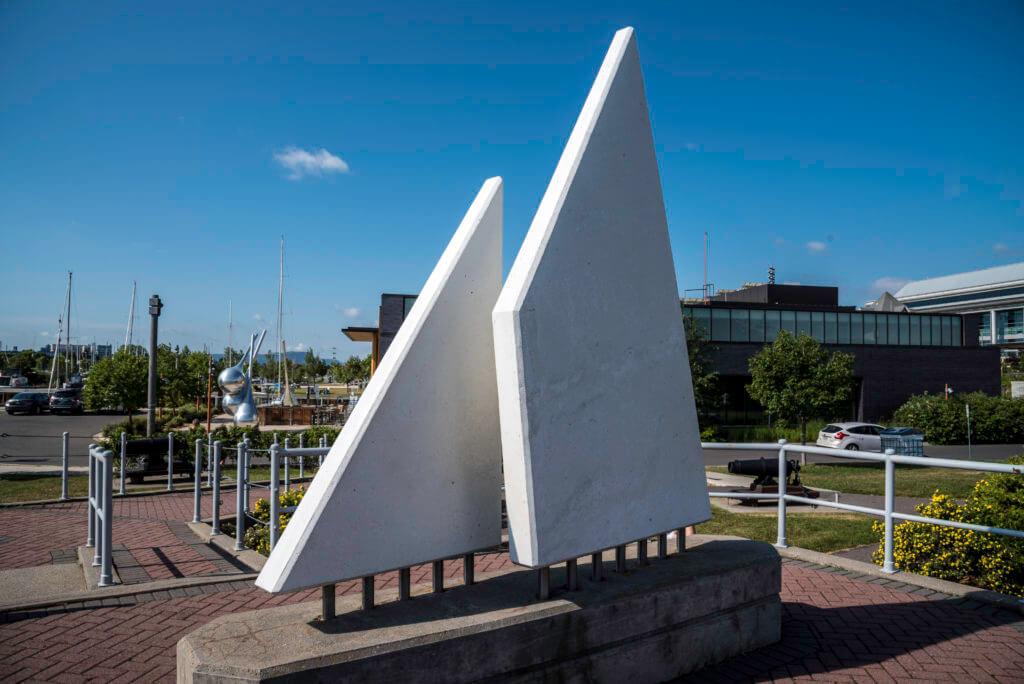 Lake Superior Roadside Attractions - Thunder Bay Marina Sculptures